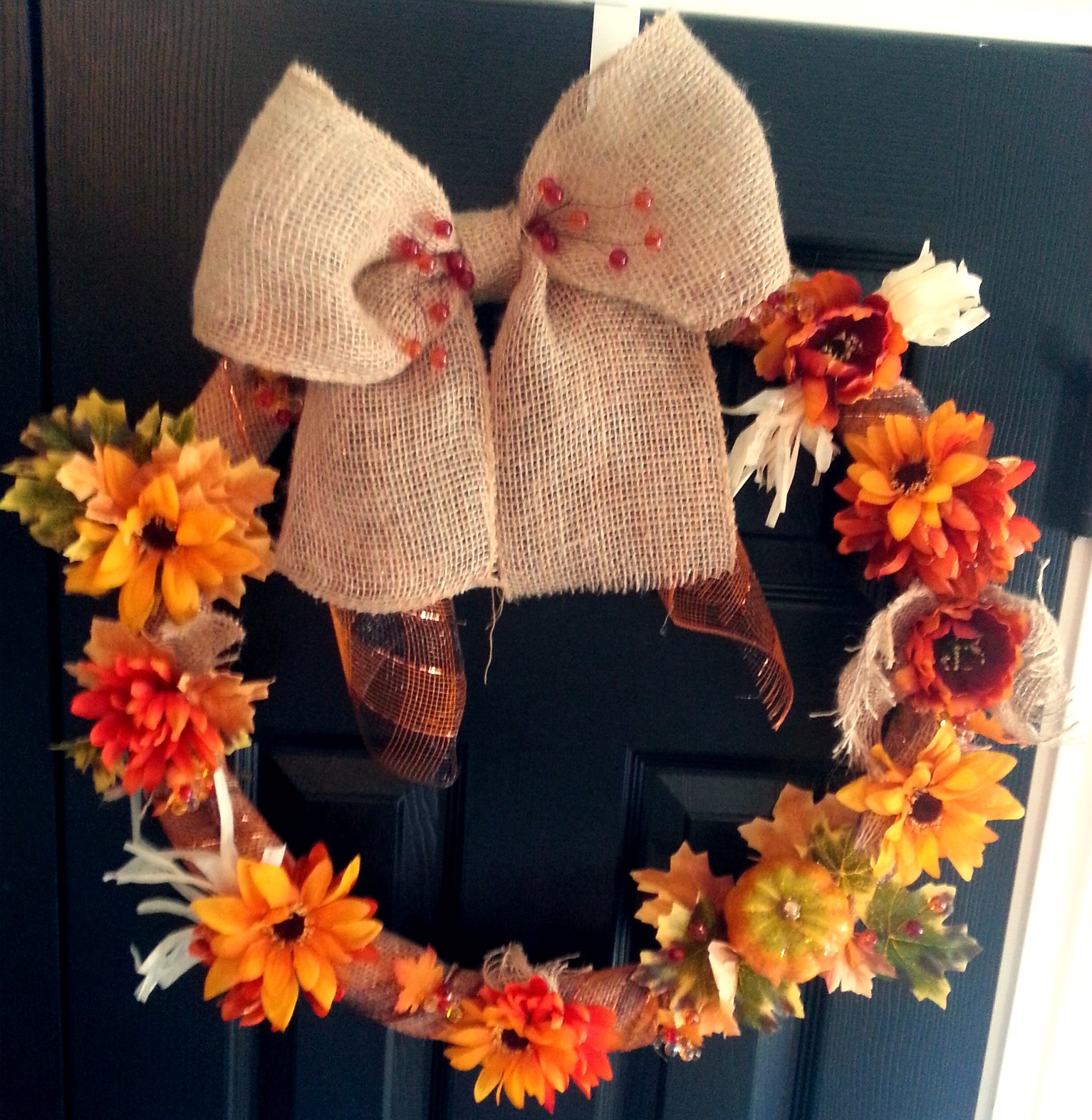 http://www.realsuburbia.com/2013/09/falling-for-fall-diy-fall-wreath.html